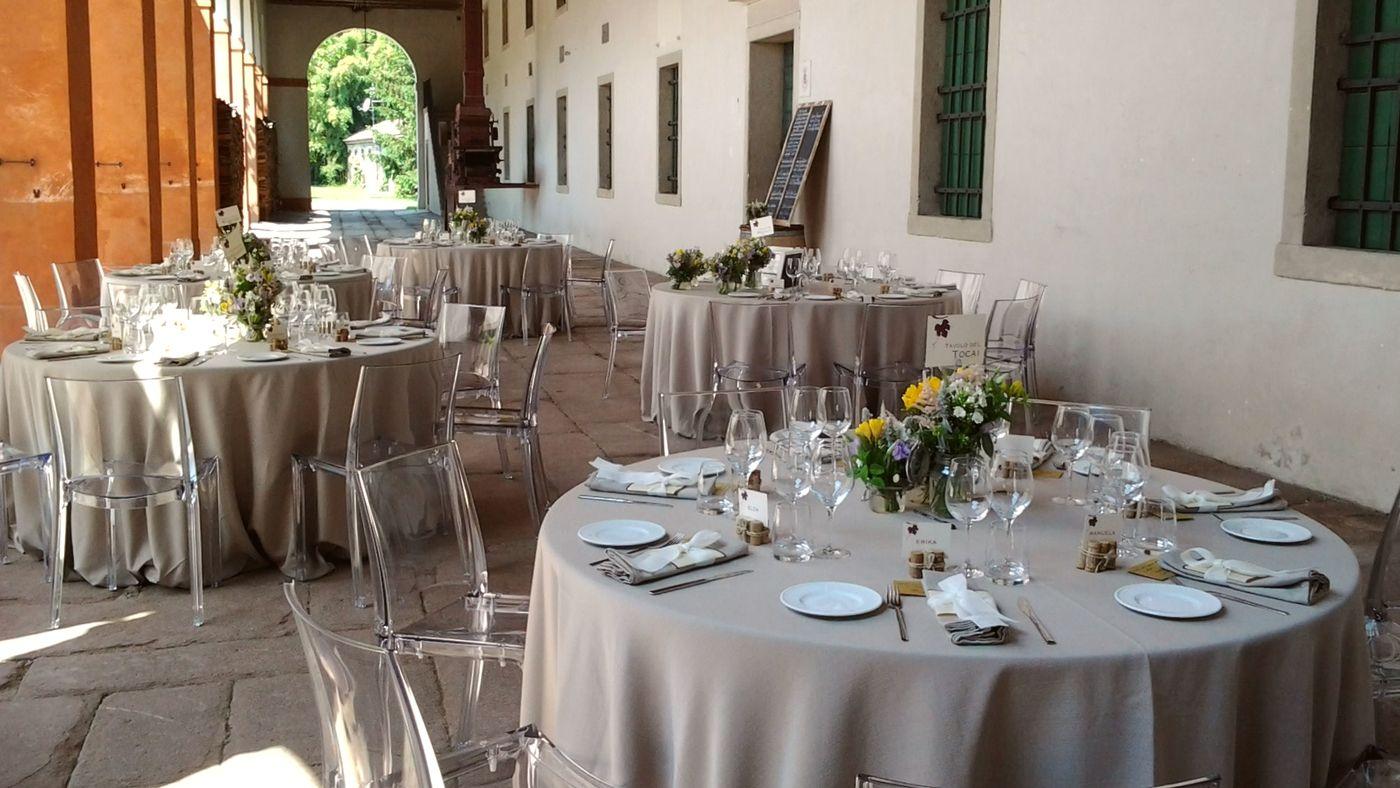 Matrimonio in stile country pavoricevimenti - Composizioni floreali per tavoli ...